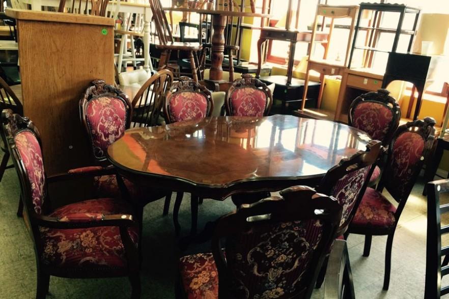 uhuru_furniture